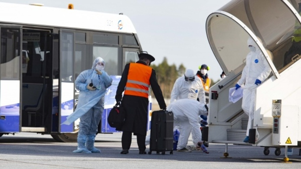 Семья омичей, вывезенная из Азии, проведет двухнедельную изоляцию в сургутском обсерваторе