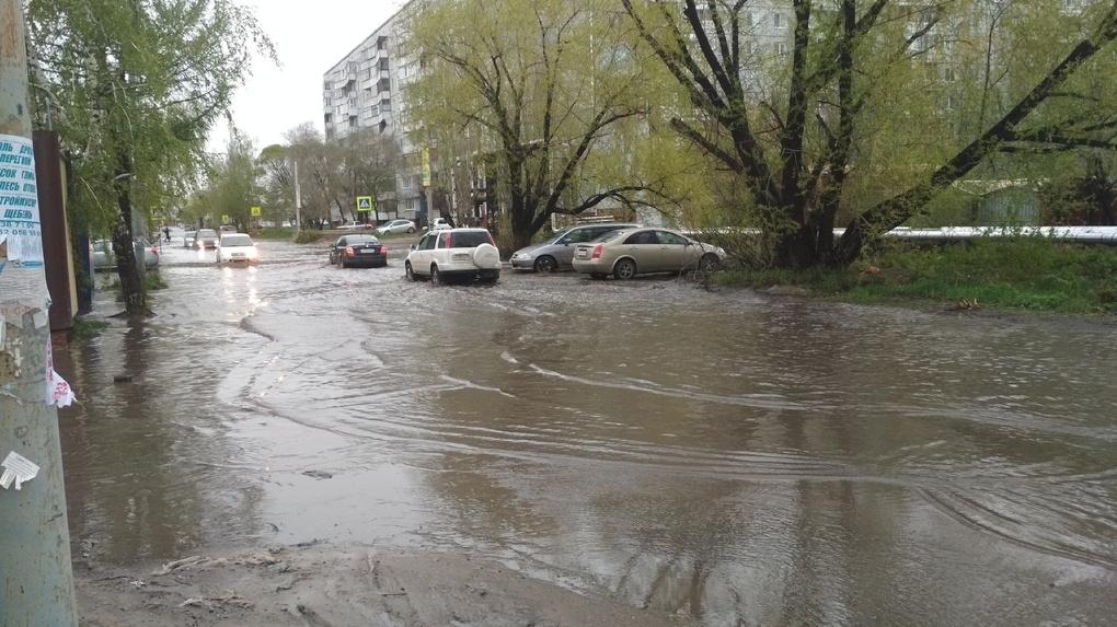 Дома жителей улицы Седова затопило дождевой водой