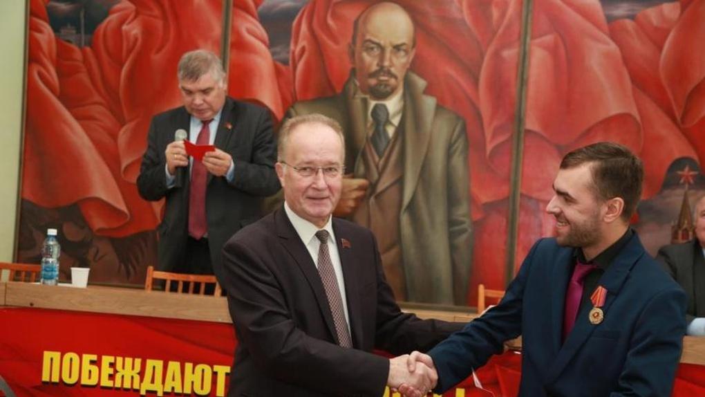 Коммунисты омского отделения КПРФ пожаловались Геннадию Зюганову на своего лидера Кравца
