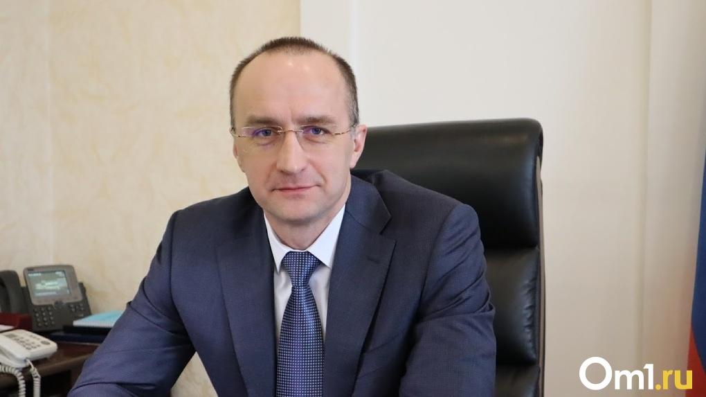 Глава Минздрава Вьюшков призвал омичей поберечь врачей и не летать массово за границу