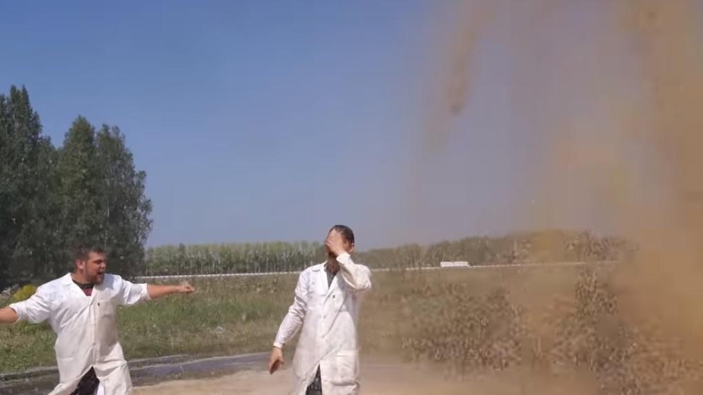 Бушующий фонтан из 10 тысяч литров Coca Cola устроил новосибирский блогер