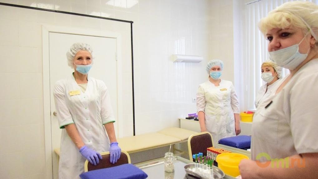 В омской гимназии работали сотрудники, непривитые от тифа и гепатита А