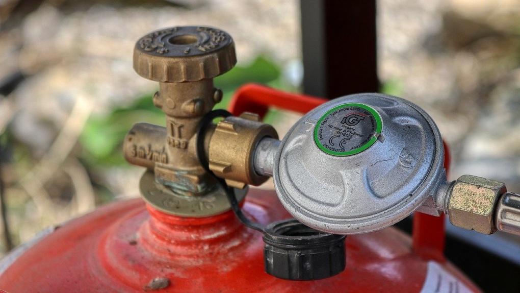 Под Омском продавали опасные газовые баллоны