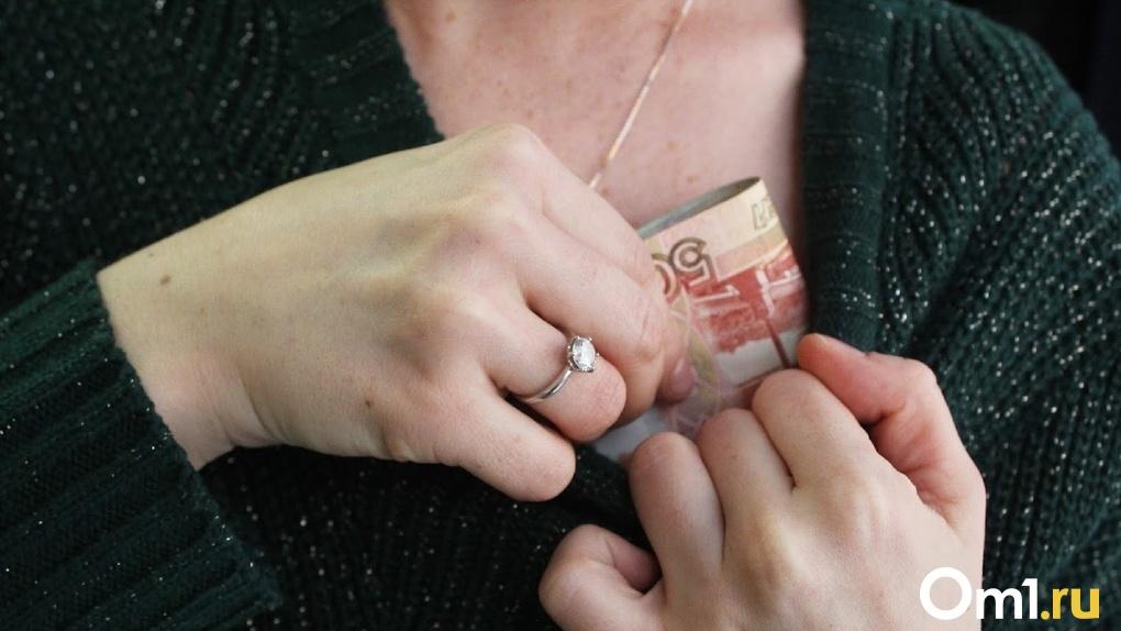 Бывший взяточник из Омска получил почти 4 миллиона рублей за работу, которую так и не сделал