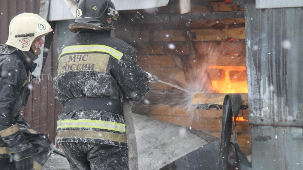 Почти 100 человек могли погибнуть при пожаре в Новосибирской области