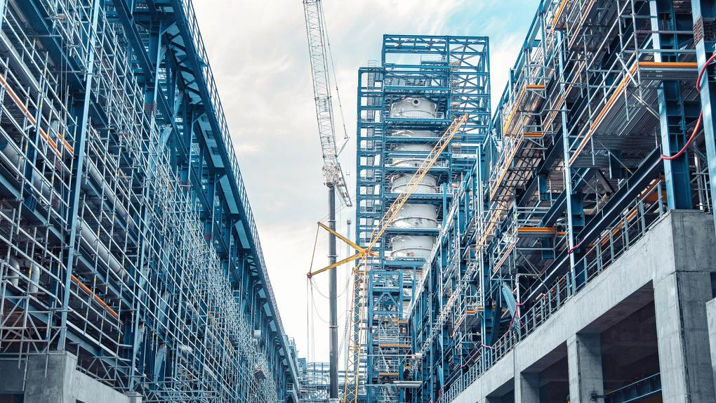 Омский НПЗ завершил монтаж основного оборудования на новом комплексе первичной переработки нефти