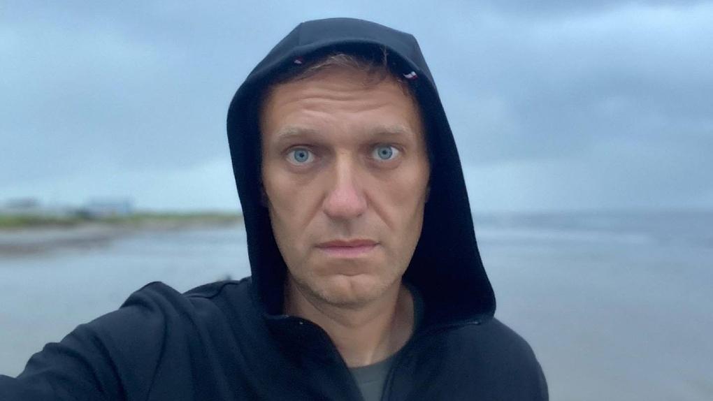 Навальный до сих пор в коме, немецкие врачи оценивают его состояние как тяжёлое