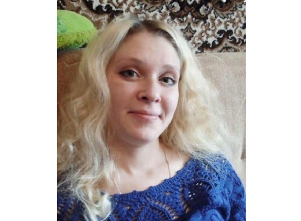 В Новосибирске ищут без вести пропавшую блондинку со шрамом на ухе